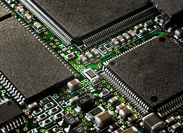 PCB with miniaturized components